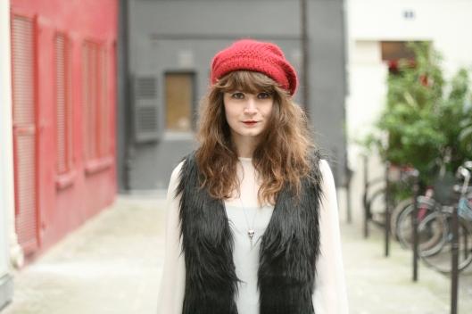 bonnet bordeaux look