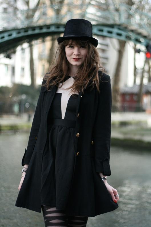 robe noir blanc chapeau