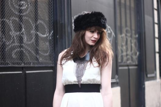 robe blanche chapka
