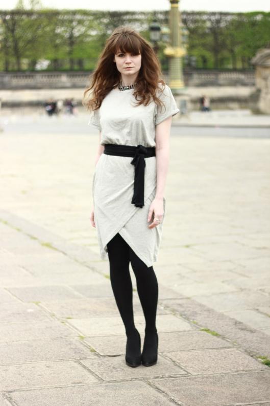 robe grise drapée
