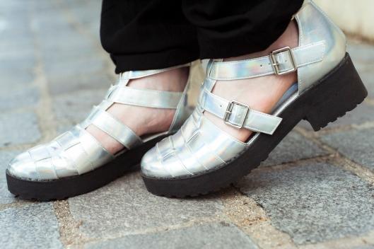 sandales holographiques