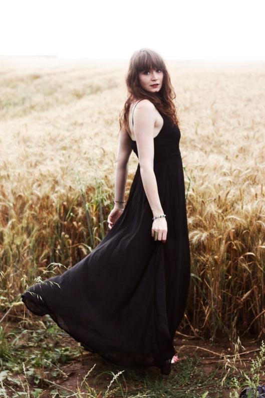 robe noire fendue
