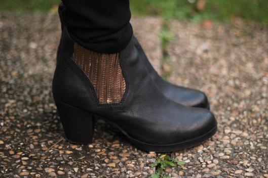 boots cuir noir or